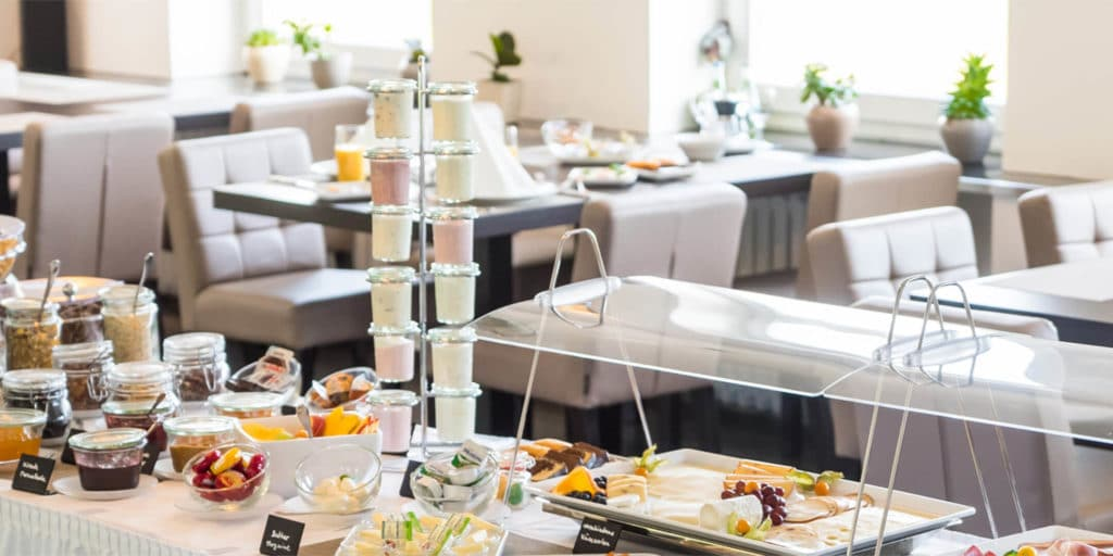 Auswahl des Frühstücksbuffets im GT3 Hotel